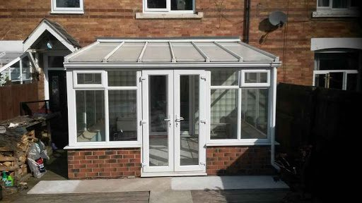 Polycarbonate lean-to roof conservatory